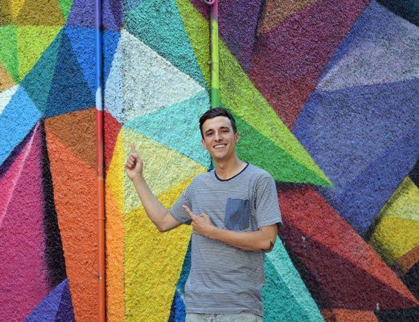 Javier, pionero del tour de arte urbano en Lavapies