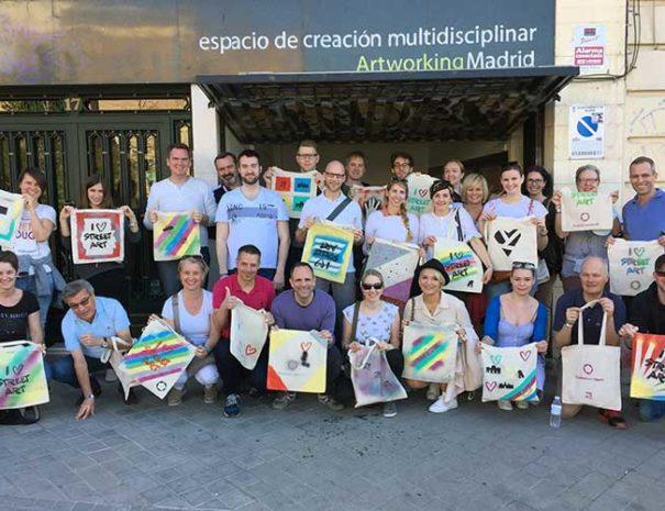Taller de graffiti sobre bolsas 100% algodón en Madrid