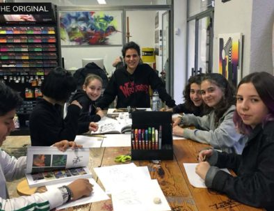tarde de taller de graffiti para jóvenes en Madrid