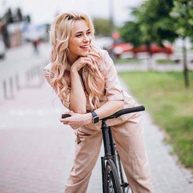 A Melissa le gusta montar en bici