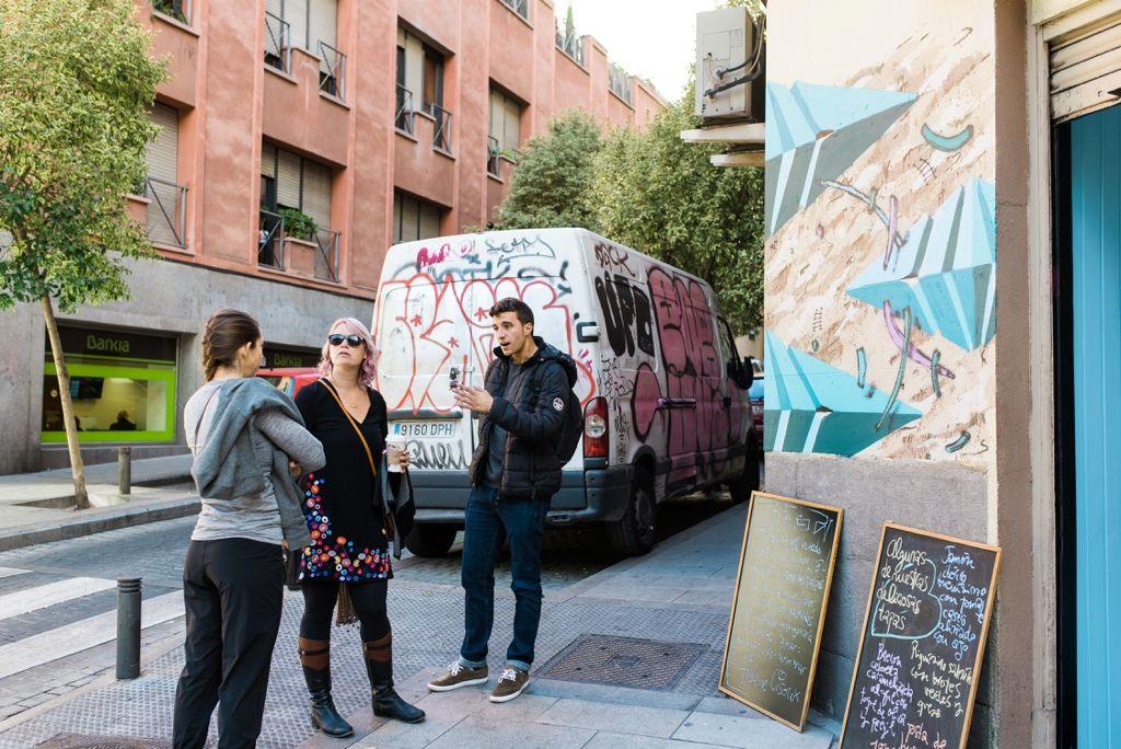 bares y cafeterias decoradas con arte callejero