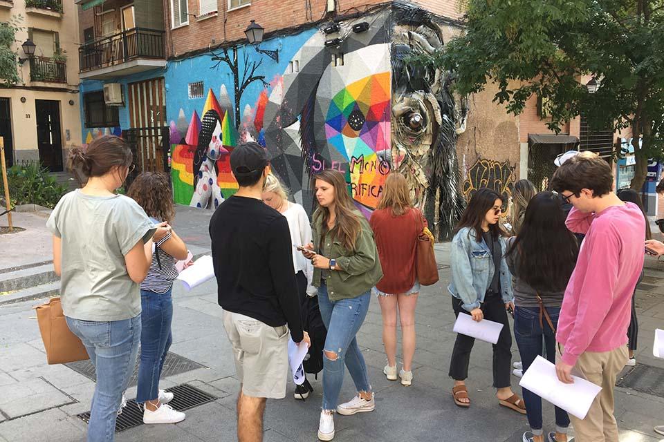 ruta de murales artísticos con estudiantes