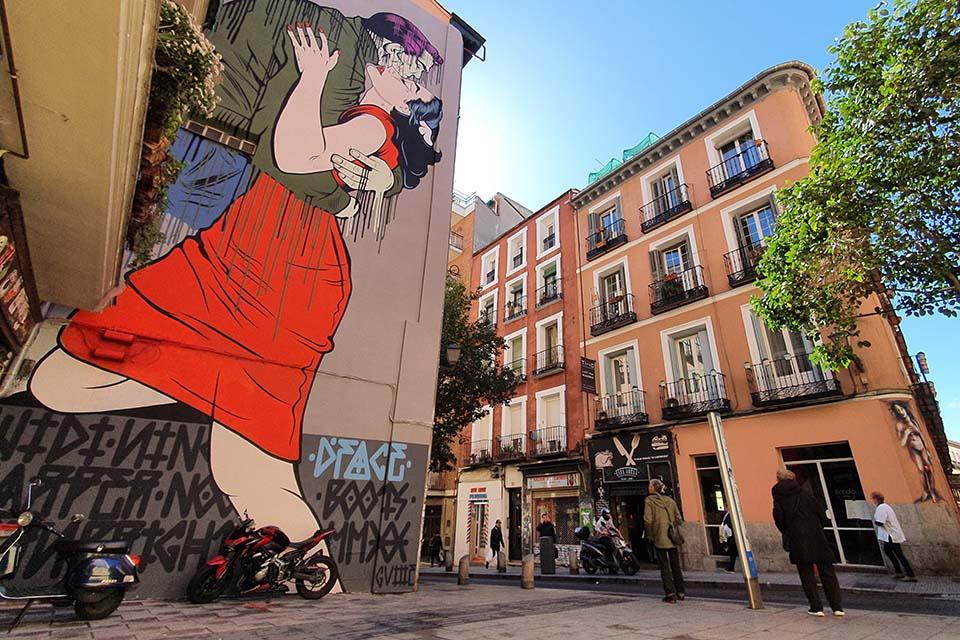 graffitis en madrid centro por la calle embajadores