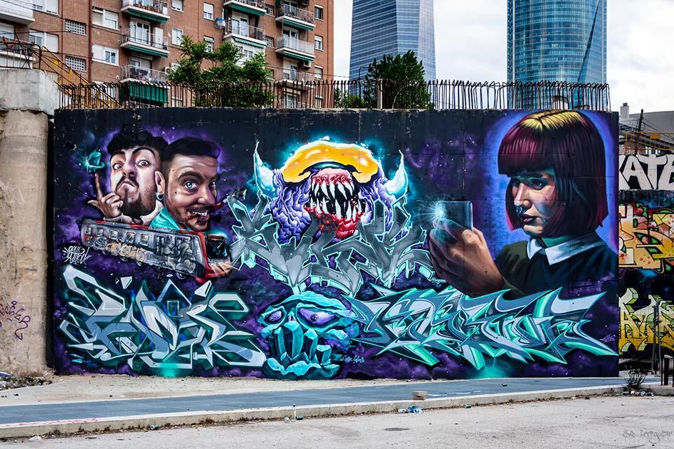 graffitis decorativos en la estacion de chamartin