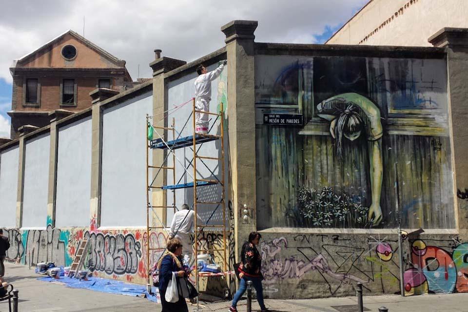 graffitis en los muros de tabacalera
