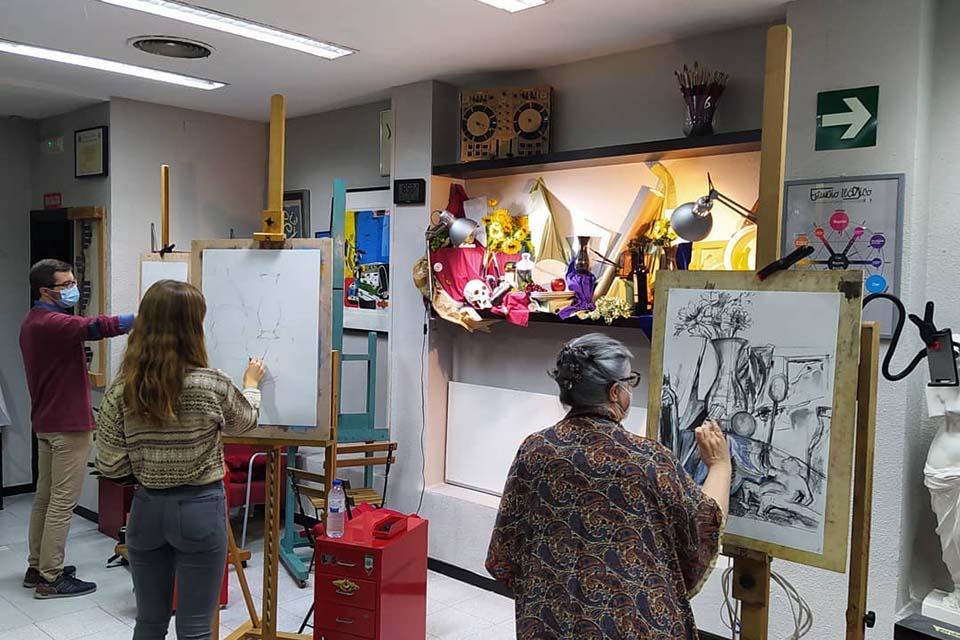 participantes en el taller de arte en madrid