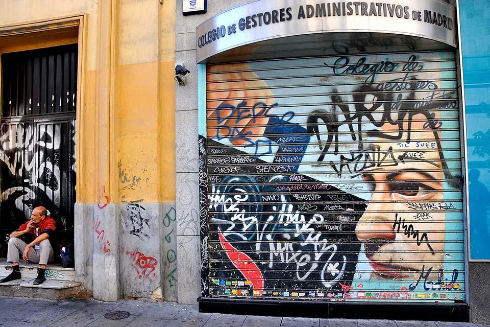 mural hecho con graffiti visto en las visitas guiadas en madrid para madrilenos