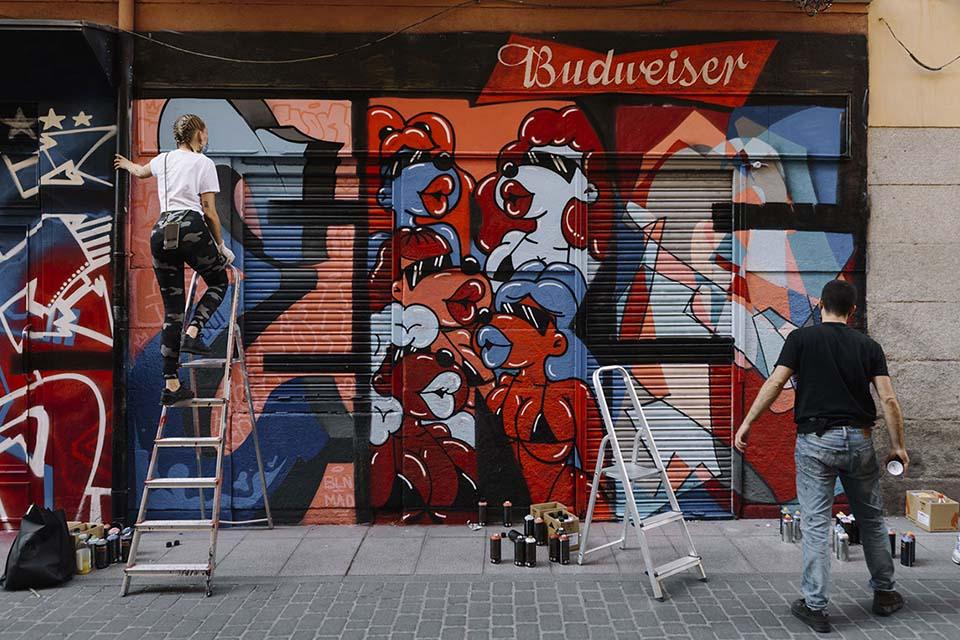 grafiteros y artistas en acción
