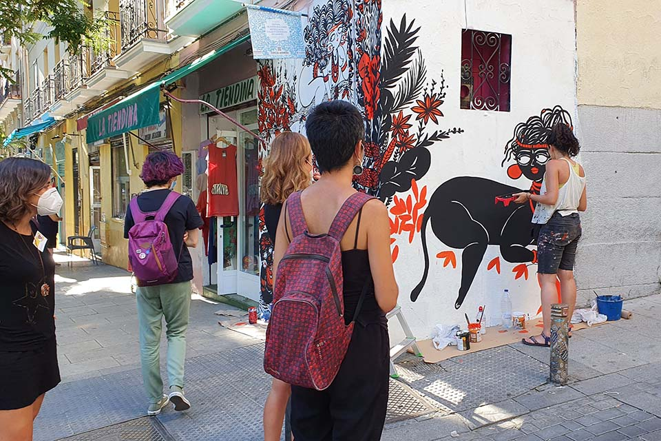 tour cultural por Madrid a su paso por el barrio de Lavapies